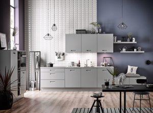 Sachlich, funktional und aufgeräumt, unifarbene Fronten – eine typische Männerküche. (Foto: AMK)