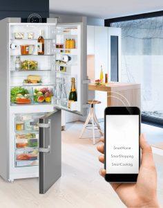 Dank einer Kamera im Kühlschrank können sich Hobbyköche auch von unterwegs einen Überblick über ihre Vorräte verschaffen. (Foto: AMK)