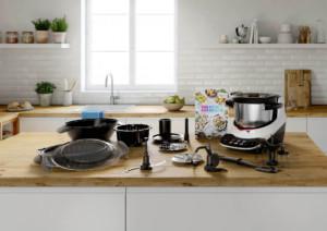 Multifunktionale Küchenmaschine mit vielen Funktionen – auch zum Kochen, Anbraten und Dampfgaren. Nutzer können unter drei Modi wählen (manuell, 24 Automatikprogramme, Kochen mit Anleitung) und sieben mitgelieferten, professionellen Werkzeugen und Zubehörelementen. (Foto: AMK)